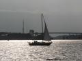 Segler vor der Holtenauer Hochbrücke